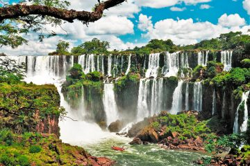 Iguazú 12 de. Paquetes all inclusive desde Argentina. Financiaciones. Consultas a info@puravidaviajes.com.ar Tel. (11) 5235-6677.