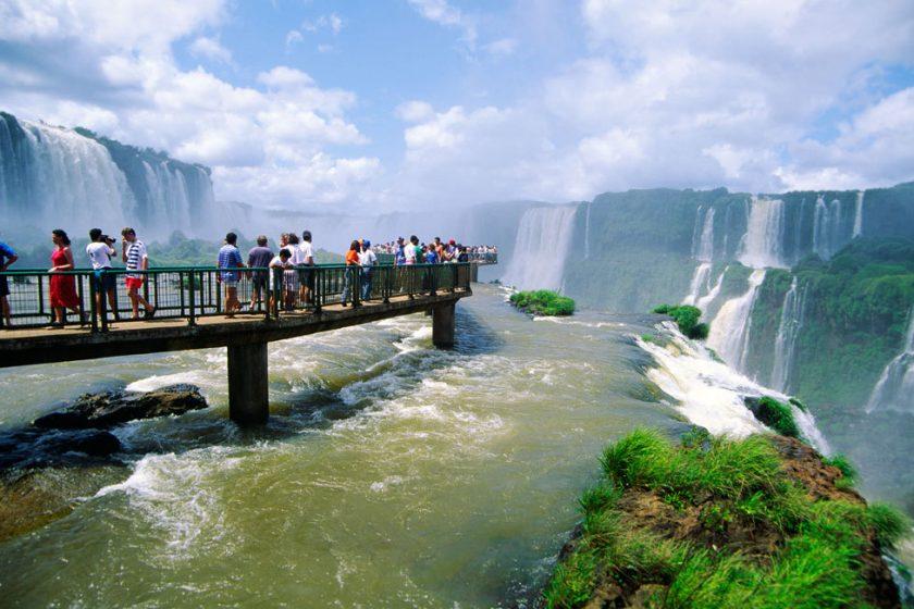 Iguazú Carnaval. Paquetes desde Argentina. Financiaciones. Consultas a info@puravidaviajes.com WhatsApp: 1130803344