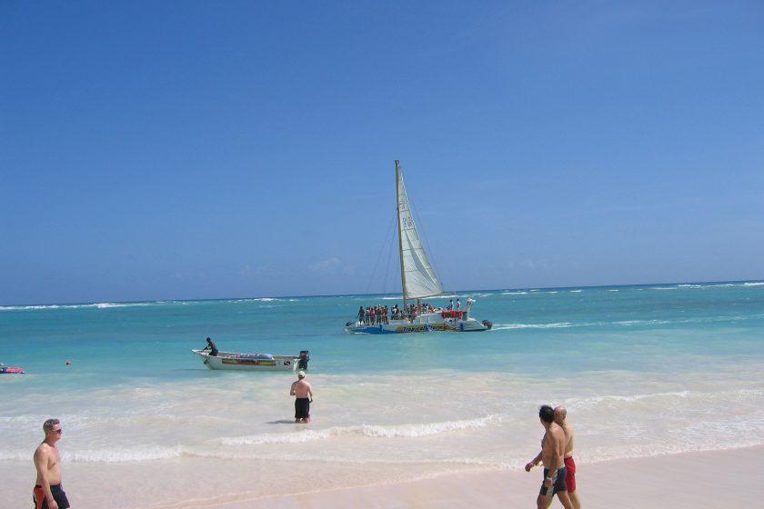 Punta Cana Enero y. Paquetes All inclusive desde Argentina. Consultas a info@puravidaviajes.com.ar Tel. (11) 52356677